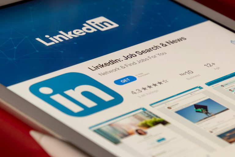 How to use LinkedIn for personal branding?